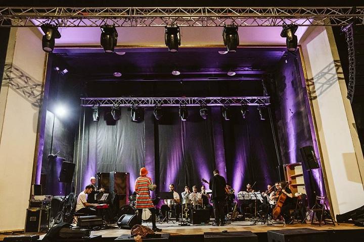 Rosalie-&-Poznan-Jazz-Philharmonic-Orchestra-Tama-koncert-15-grudnia-2018